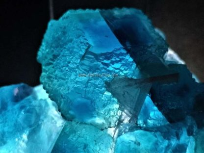 fluorita-azul-china-luz-blanca-m000031-b